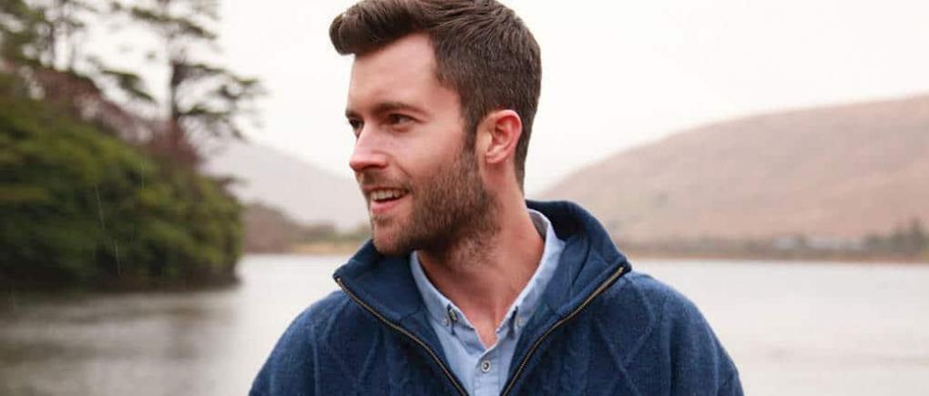hombre con suéter de lana