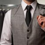 Hombre con traje de vestir.
