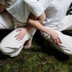 Mujeres con pantalones blancos